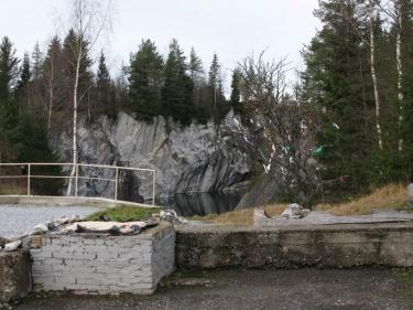 Дерево на пристани (Рускеала 2007)